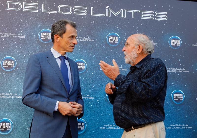 Pedro Duque y Michel Mayor, en la clausura del Congreso del Espacio